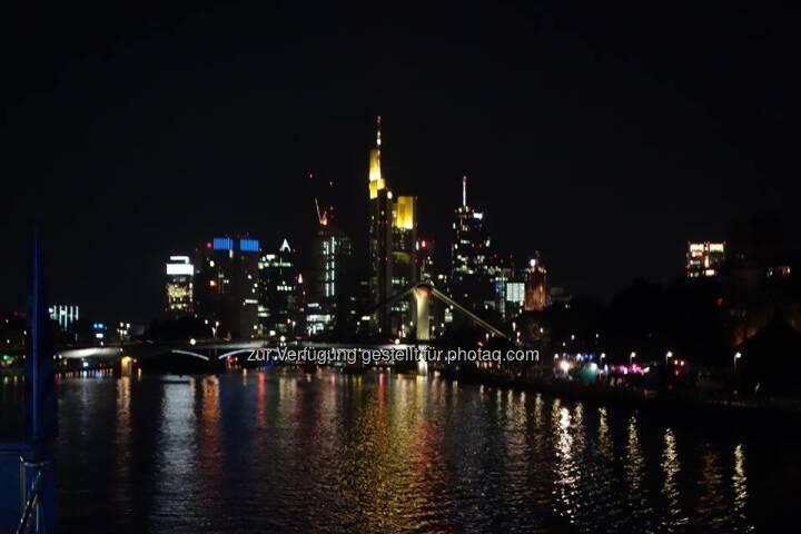 Lauer Sommerabend in Frankfurt auf einem Mainschiff. Gelungene Veranstaltung von vwd