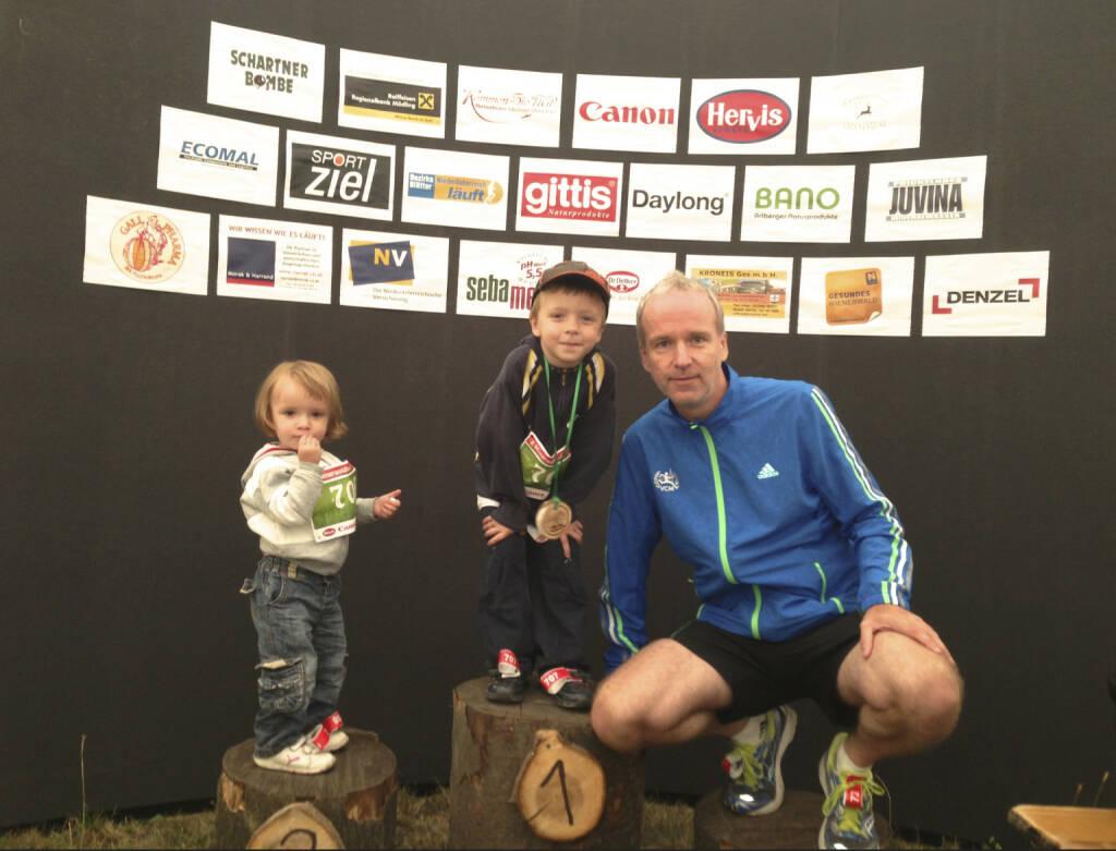 Bilder Wienerwaldlauf 2013: Posing mit den Kids. Ich muss jetzt mehr unter die Läufer, da ich in absehbarer Zeit ja mit http://www.runplugged.com an den Start gehen werde  (25.08.2013)