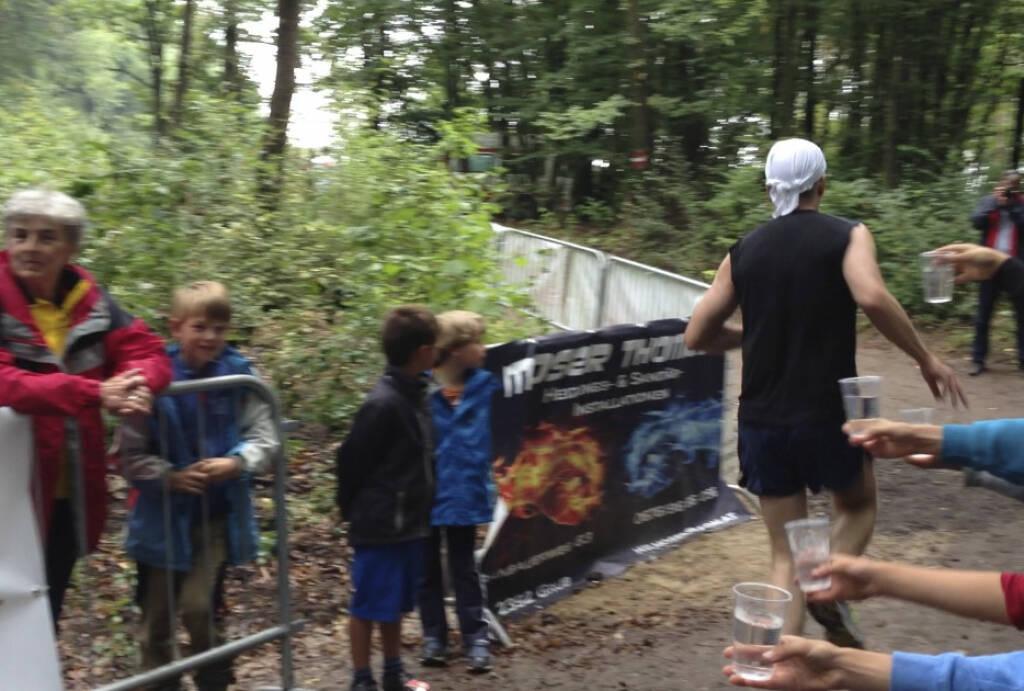 Bilder Wienerwaldlauf 2013: Kurve, Gatsch, Gatsch in der Kurve vor einem Anstieg: Sieht patschert aus der Laufstil. War er auch (25.08.2013)
