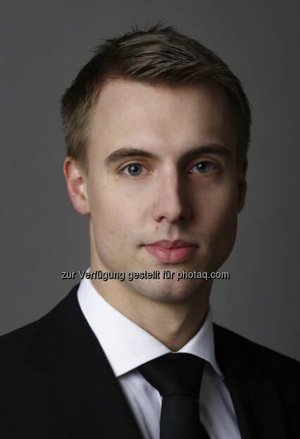 Klaus Ofner (30), der seit Juni 2011 für Wienerberger tätig ist, wird in seiner neuen Funktion als Head of Investor Relations für alle Belange der Kommunikation mit Aktionären, Investoren, Analysten und anderen Interessensgruppen des Kapitalmarkts zuständig sein. Davor war er mehr als vier Jahre als Aktienanalyst für die Raiffeisen Centrobank tätig, wo er sich als Sektorspezialist für Bau- und Baustoffunternehmen vorwiegend mit Industriewerten der Region Zentral-Osteuropa befasste. (c) Aussendung   (27.08.2013)