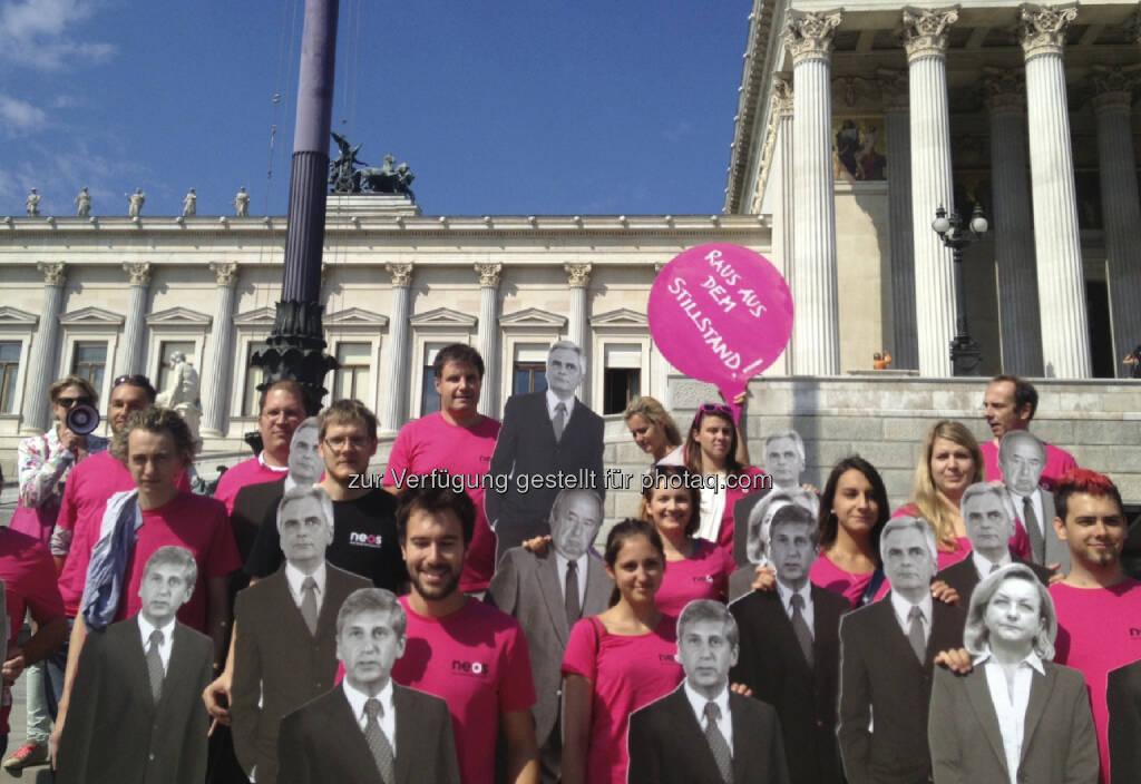 Neos vor dem Parlament (29.08.2013)