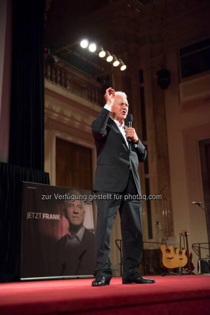 Frank Stronach bei seiner Rede in der Hofburg Wien: Wir müssen den Leuten zu verstehen geben, dass es eine einmalige Chance ist, das System zu verändern. (mit freundlicher Genehmigung vom Team Stronach) (30.08.2013)