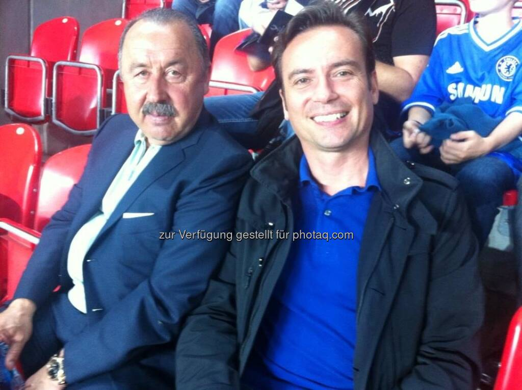 Sitznachbarn: Vicente del Bosque (Trainer der spanischen Nationalmannschaft), Werner Becher (Interwetten) (01.09.2013)