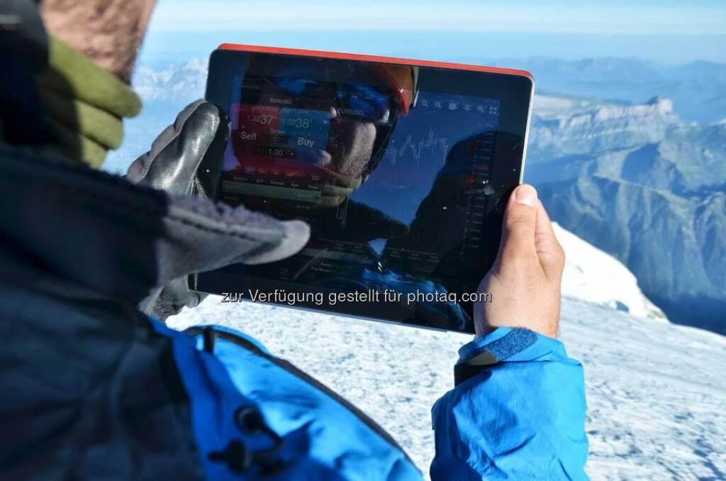 Ein Trade in 4810 Metern Höhe, veröffentlicht von XTB: Sehr wahrscheinlich schrieb unser Kollege Vlad aus dem XTB Team Rumänien heute Trading Geschichte, als er an der Spitze des Mont Blanc eine Long-Position auf EURUSD eröffnete. Online Trading bei 4810 Meter via xStation. Wir freuen uns, dass der Aufstieg so gut verlaufen ist. Mehr Infos zu diesem Trip findet ihr hier: http://xtbmontblanc.com/   (c) XTB (02.09.2013)