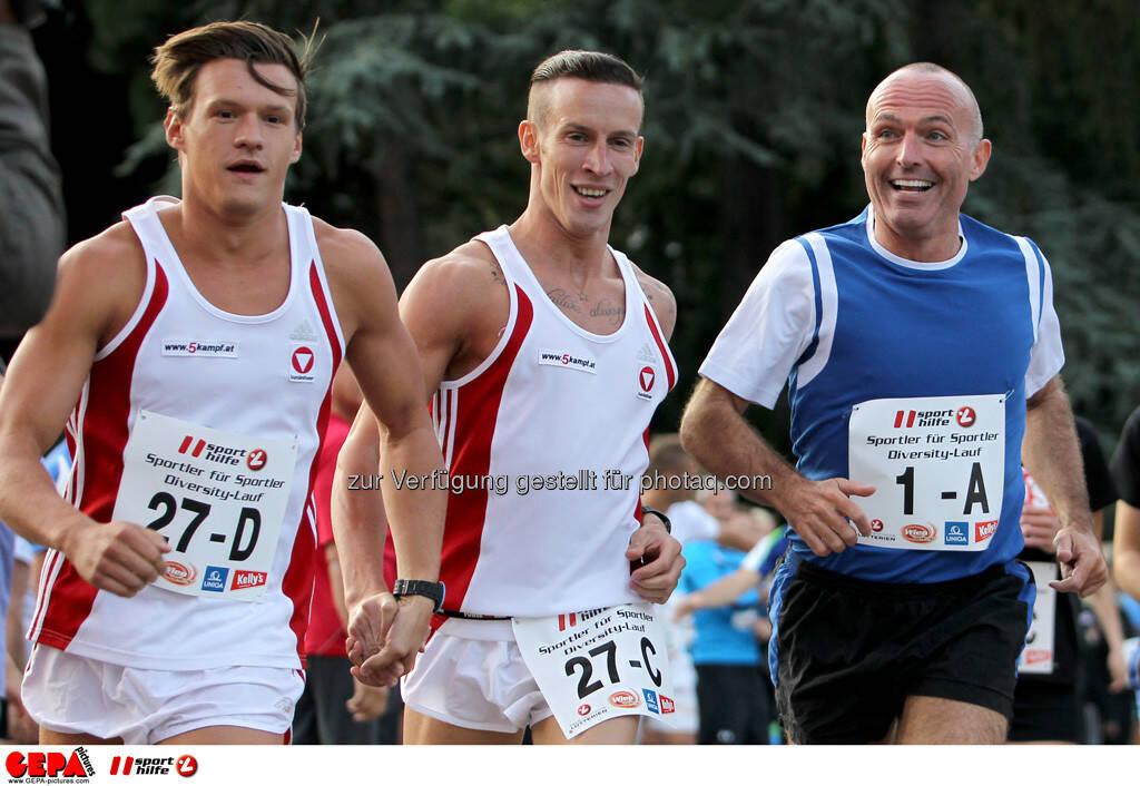 Christian Hofer, Jan Simon (AUT) und  Sportminister Gerald Klug. (Foto: GEPA pictures/ Philipp Brem) (03.09.2013)