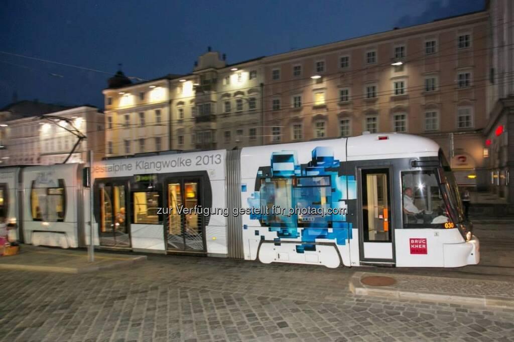 voestalpine Strassenbahn, &copy; mehr zur voestalpine Klangwolke unter <a href=
