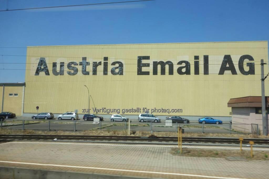 Austria Email AG: ... als ich mit dem Zug von Wien nach Pörtschach fuhr, habe ich dieses Foto gemacht. Aus heutiger Sicht frage man sich zurecht, was fertigt diese AG?, © Dirk Herrmann (03.09.2013)