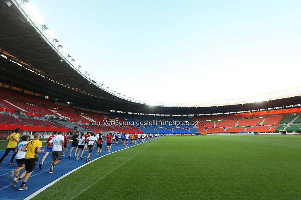 Wien Energie Business Run, im Ernst-Happel-Stadion, Läufer, © Wien Energie (05.09.2013)