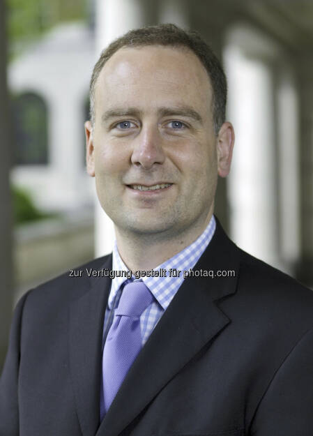 Fidelity Fondsmanager Nick Price gewinnt erneut Sauren Golden Award. Nick Price ist seit 1998 bei Fidelity Worldwide Investment tätig und durchlief die typischen Stationen vom Analysten über den Assistant Portfoliomanager bis hin zum Fondsmanager. Seit dem Jahr 2005 konzentriert er sich auf Schwellenländeraktienfonds. Für seine Anlageentscheidungen kann Nick Price bei Fidelity auf die Expertise eines hauseigenen globalen Research-Netzwerks zurückgreifen. (c) Fidelity (06.09.2013)