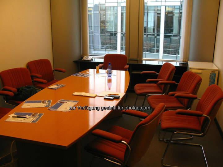 Besprechnungszimmer, Besprechungstisch, Sessel