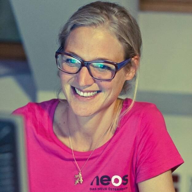 Neos-Pressesprecherin Astrid Wolfram durfte Hans-Peter Haselsteiner ankündigen: Ex-Intercell (Wolfram) meets Strabag (09.09.2013)