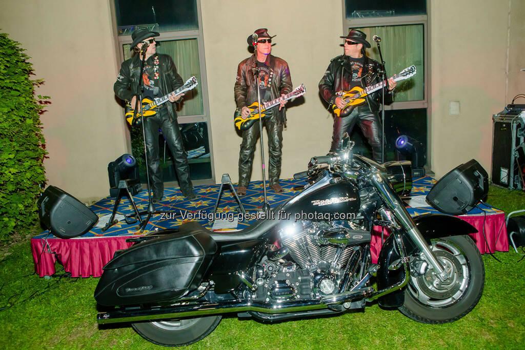 Luftgitarrenband, © Aigner PR (10.09.2013)