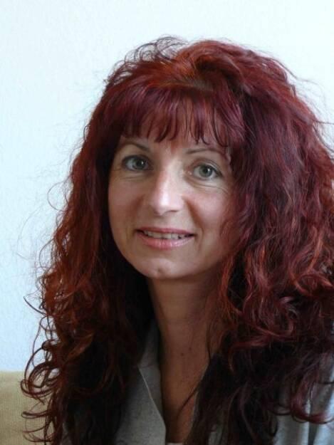 Linda Kappel, Finanzjournalistin (11. September); finanzmarktfoto.at wünscht alles Gute!, © entweder mit freundlicher Genehmigung der Geburtstagskinder von Facebook oder von den jeweils offiziellen Websites  (11.09.2013)