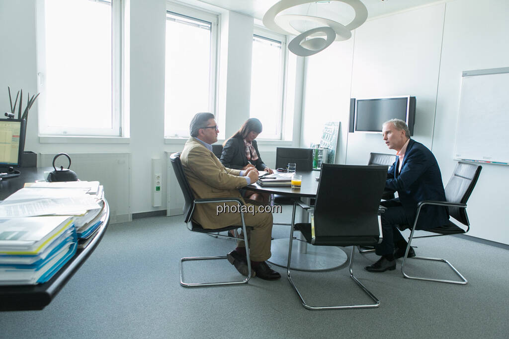 Karl-Heinz Strauss (Porr AG), Gabriele Al-Wazzan (Porr AG), Christian Drastil, © finanzmarktfoto.at/Martina Draper (12.09.2013)