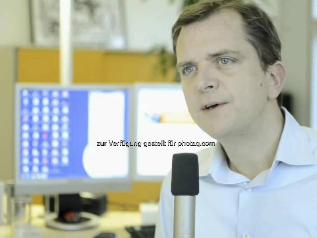 Roel Huisman, CEO Ing-Diba Österreich: Wenn man sich ein Ziel setzt, muss man auch die Reise genießen!  Nach seinem Jusstudium absolvierte ING-DiBa-CEO Roel Huisman ein Management-Traineeprogramm bei der ING in Holland. Ginge der Job auch ohne seinen Werdegang? Man muss gewisse Fähigkeiten haben. Aber wie man die entwickelt, ist sehr von der jeweiligen Person abhängig. Das Video (6:30 Minuten) dazu unter http://www.whatchado.net/videos/roel_huisman (c) whatchado, © whatchado (15.09.2013)
