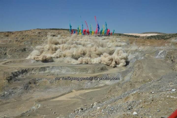RHI: Das Werk Eskişehir in der Türkei ist eines der größten Rohstoffwerke. Jährlich produzieren dort 250 Mitarbeiter mehr als 85.000 Tonnen Feuerfestmaterial. Und das seit 50 Jahren (c) RHI