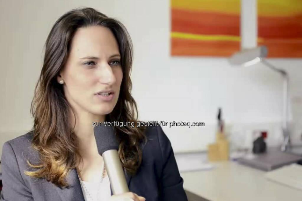 """Luisa Pottlacher. Kreditanalystin Firmenkunden Bank Austria: """"Ich habe schon mit 14 gewusst, dass ich Betriebswirtschaftslehre studieren möchte"""", erzählt Luisa Pottlacher. Von ihrem Auslandssemester in Prag aus bewarb sie sich für das Traineeprogramm der Bank Austria. Heute ist sie Kreditanalystin für Firmenkunden. Ihr Tipp: """"Hör' auf deine innere Stimme! Es ist dein Leben."""" Das Video (6:20 Minuten) dazu unter http://www.whatchado.net/videos/luisa_pottlacher (c) whatchado, © whatchado (19.09.2013)"""
