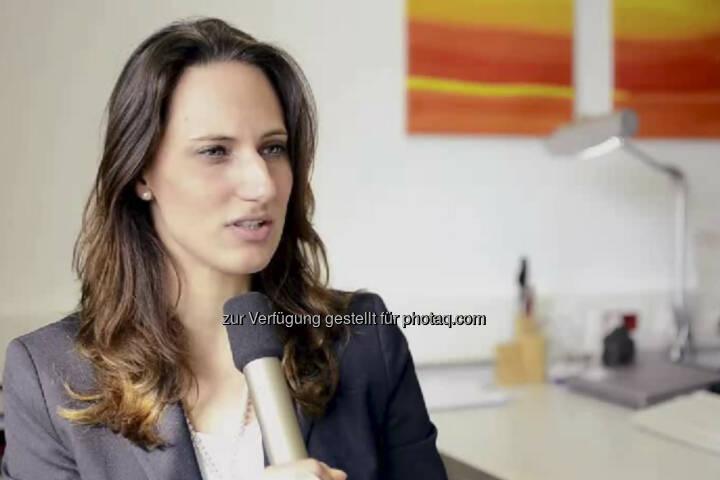 """Luisa Pottlacher. Kreditanalystin Firmenkunden Bank Austria: """"Ich habe schon mit 14 gewusst, dass ich Betriebswirtschaftslehre studieren möchte"""", erzählt Luisa Pottlacher. Von ihrem Auslandssemester in Prag aus bewarb sie sich für das Traineeprogramm der Bank Austria. Heute ist sie Kreditanalystin für Firmenkunden. Ihr Tipp: """"Hör' auf deine innere Stimme! Es ist dein Leben."""" Das Video (6:20 Minuten) dazu unter http://www.whatchado.net/videos/luisa_pottlacher (c) whatchado"""