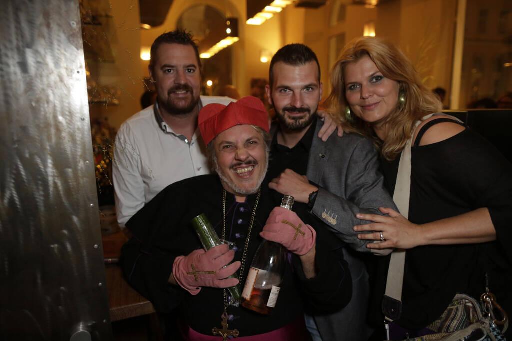 Andreas Schuster (GF hochmann's), Mario Soldo (Künstler), Hannes Hochmann (GF hochmann's), Janina Lebiszczak-Schuster (Kolumnistin), © leisure.at/Stefan Joham (20.09.2013)