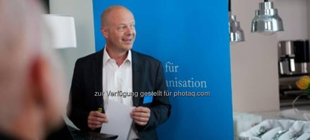 Herbert Zitter, Partner bei M.O.O.CON, lud auf eine Reise in die Zukunft der Arbeit ein., © M.O.O.CON (20.09.2013)